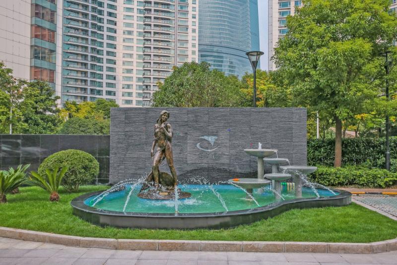 Mermaid Ama in Shanghai.  Photo © by Amaryllis Dierks.