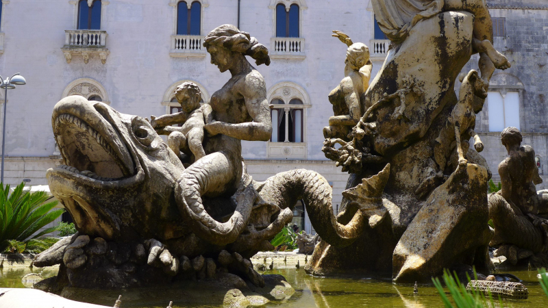 Fontana di Diana in Syracuse, Italy.  Photo © by Erik Hartberg.