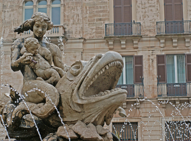 Fontana di Diana in Syracuse, Italy.  Photo © by Heidemarie Niemann.
