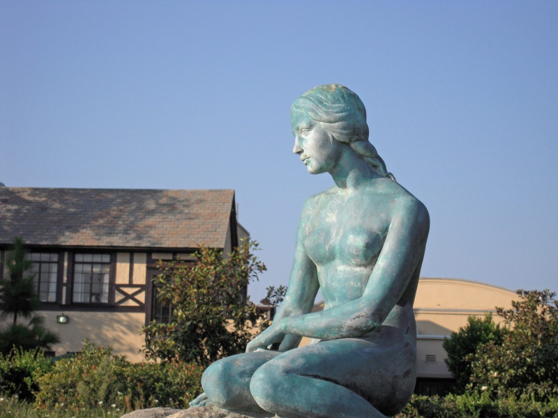 The Little Mermaid at Forest Lawn.  Photo © by Doug Williams.