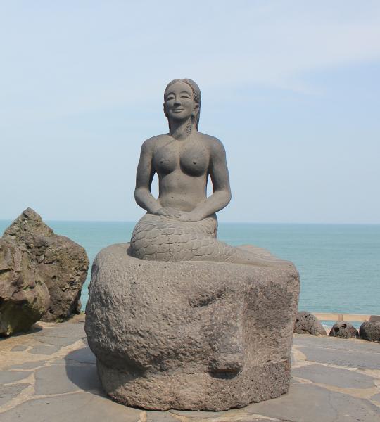 Jeju Mermaid by Dragon's Head Rock. Photo by Cheryl ChanJeju Mermaid by Dragon's Head Rock. Photo by Cheryl Chan