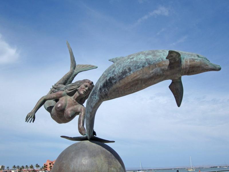 Sirena y Dolfine in La Paz.   Photo © by Charles Lee.