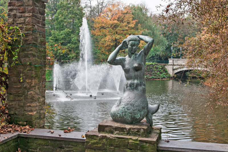 Leopold Park Mermaid Statue.  Photo © by Jan Poppe.