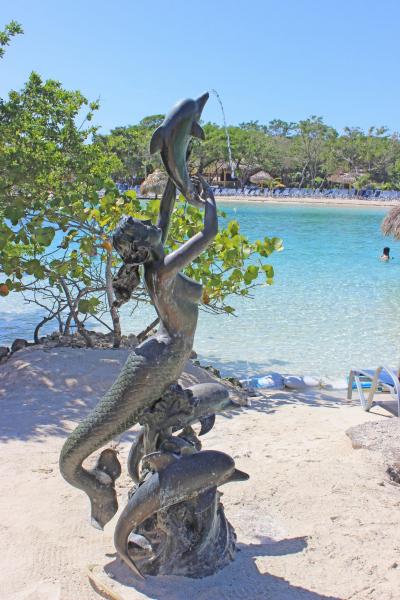 Mermaid on Little French Key, Honduras.  Photo © by Steve Simonson.