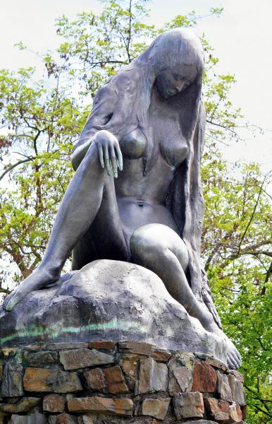 Lorelei Statue.  Photo by Bruce Greig