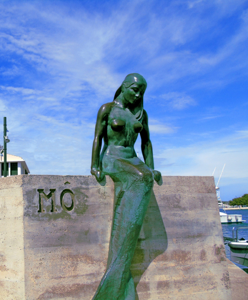 Mo, Mermaid of Mahon. Photo © Adam Reed.