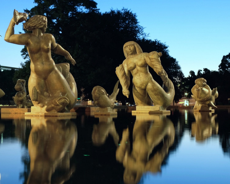 """""""Meeting of the Waters"""" Sculptures.  Photo © by Mabucka."""