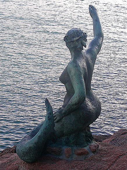 La Sirena del Orzán.  Photo by Jose Luis Cernadas Iglesias.