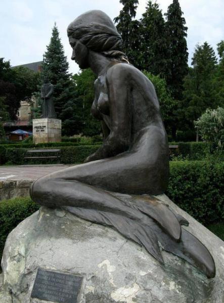 Mica Sirena mermaid sculpture
