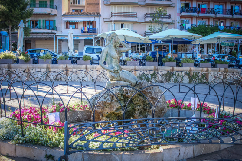 Sirena Porto Cristo.   Photo © by Chris Vekemans.