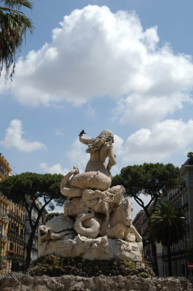 Fontana della Sirena Sannazaro. Photo © by Umberto Mancini.