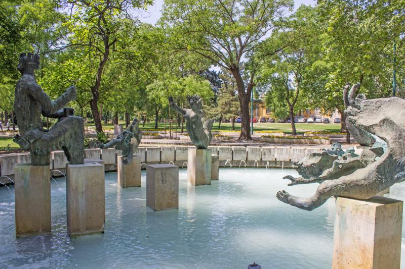 Mermaid fountain in Budapest.  Photo © by János Gömöri